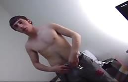 Giovani eccitati che si masturbano