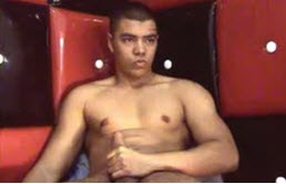 Un gay latino se masturbe devant la webcam
