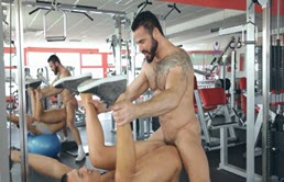 Hot gay sex at the gym