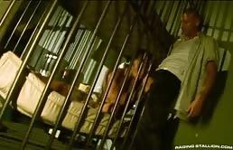 Sexo anal en la prisión
