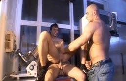 Sex in trei cu gardieni care fac pauza de cafea
