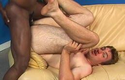 Il suce et fait du bon sexe interracial