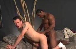 Scopata anale con un passivo inculato da dietro